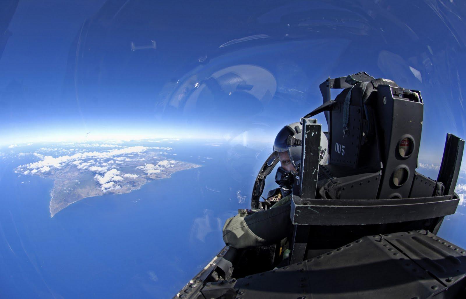 http://3.bp.blogspot.com/_I2KtyvwA8HQ/TScBTqQHAKI/AAAAAAAAB8I/tXLrB9y5fjI/s1600/f15eagle-on-approach-to-hawaii.jpg