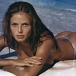 model Heidi Klum posing in bikini and without it