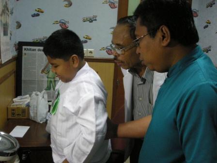 Alif Bersama Dokter dan Asisten