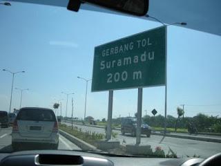 Gerbang Toll Jembatan Suramadu