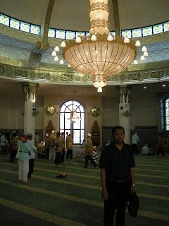 Di Dalam Masjid Apung