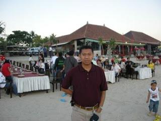 Makan Malam di Pantai Jimbaran Bali