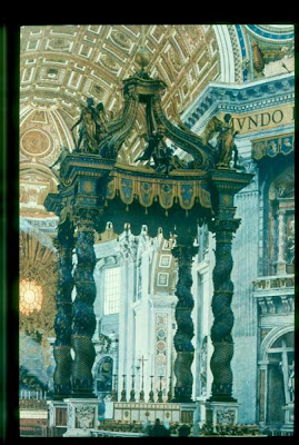 external image 524.+XXV.+El+Barroco+en+Italia+-+Baldaquino+de+San+Pedro+del+Vaticano.+Bernini+%28Roma%29.jpg