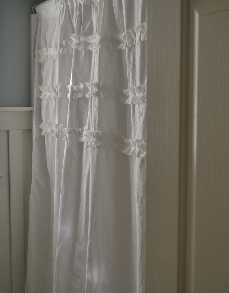 thrifty decorating ruffled shower curtain tutorial