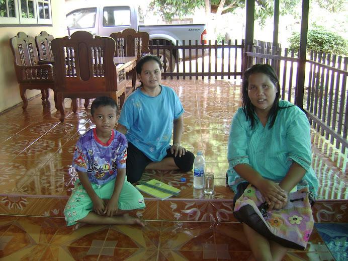 ครูวิทย์ออกเยี่ยมบ้านนักเรียนตามโครงการเยี่ยมบ้านนักเรียน