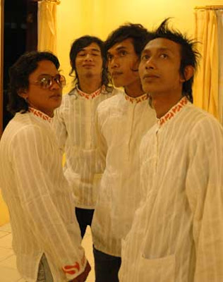 Download MP3 Lirik Sagu Band