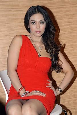Foto Hot Arisan Brondong - Bella Saphira, Sexy Tua-Tua Keladi