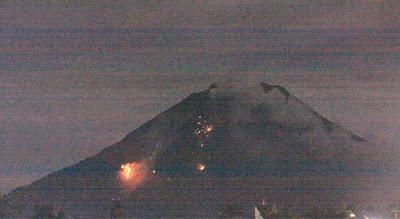 Foto Eksklusif Meletusnya Gunung Sinabung