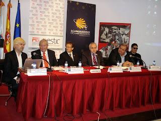 Foto de la presentación. De izquierda a derecha: Enrique Varela, José María López, Salvador Estébanez, José R. Ónega, Mauricio Blanco y Serafín Zubiri