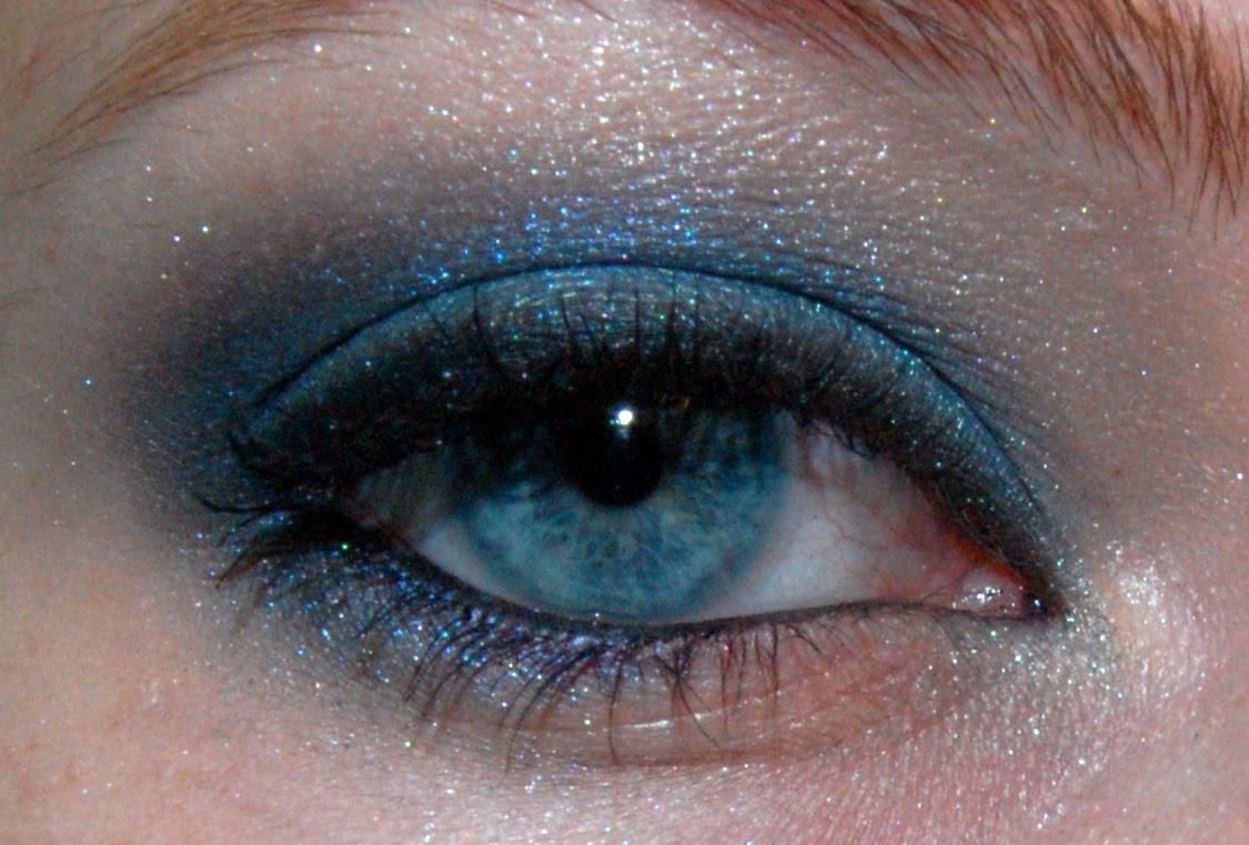 The Makeuptress: Maybelline Monday: Sapphire Siren Eyeshadow Quad