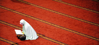 Ramadan Photo, Woman reciting Quran at a mosque