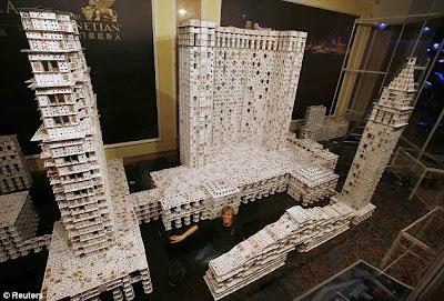 Bryan Berg construiu o maior castelo de cartas do mundo