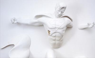 estátuas mostram o melancólico lado dos super-heróis