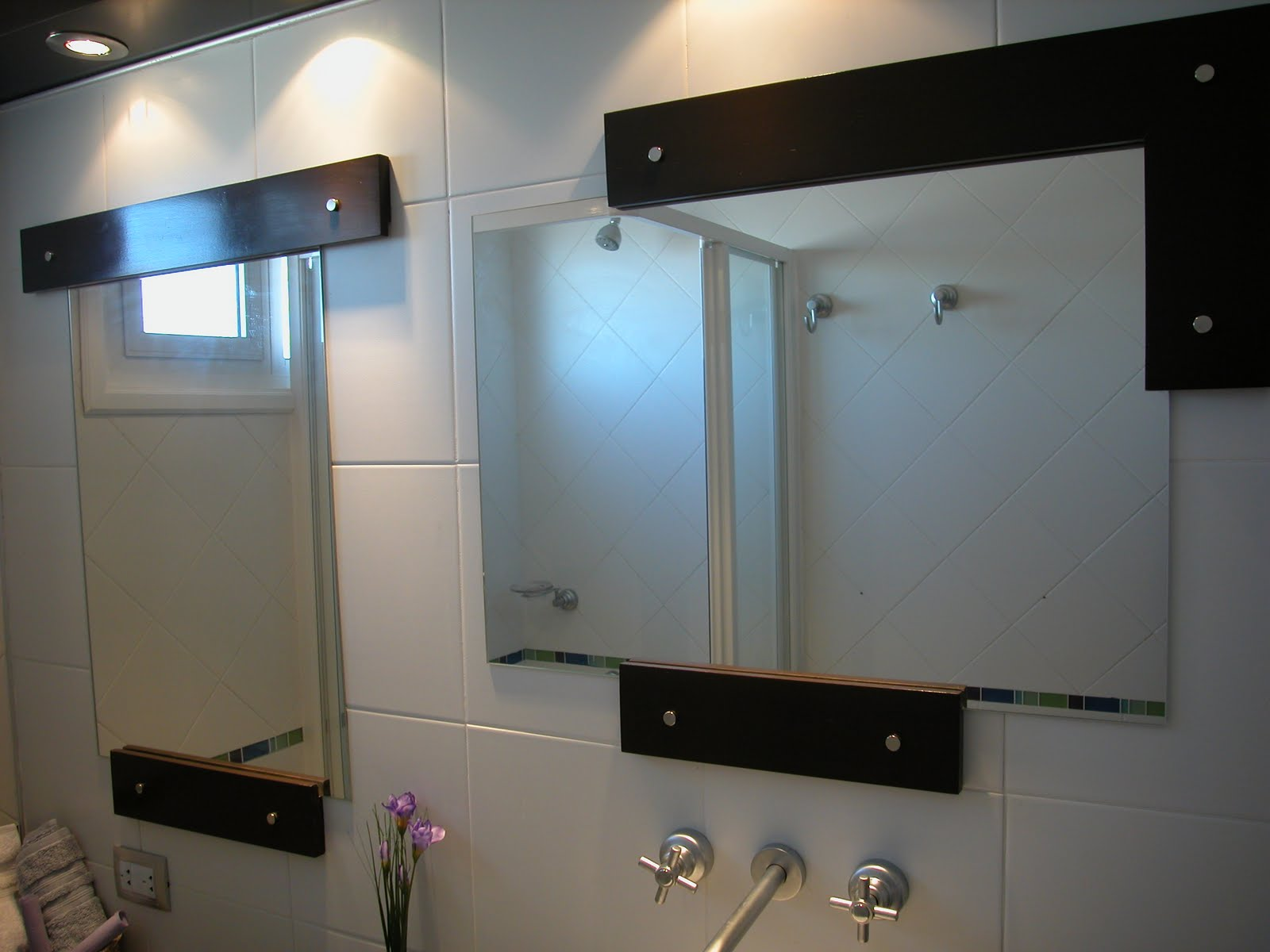 Silvana butto asociados el espejo del ba o for Espejos para pared grandes sin marco