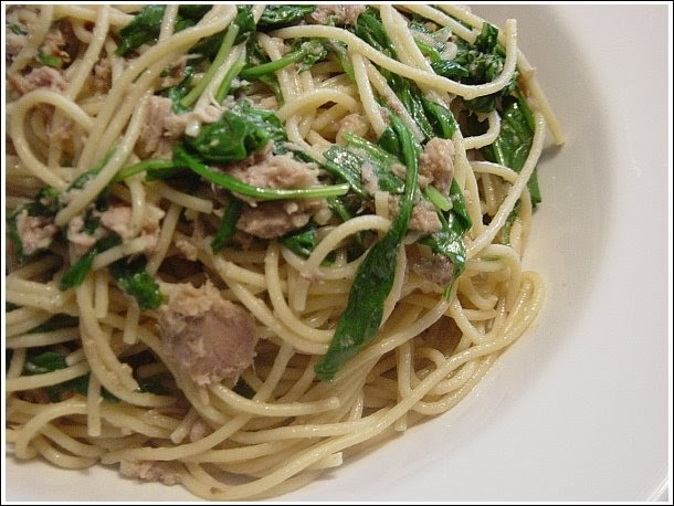 Pasta With Tuna, Arugula, And Hot Pepper Recipe — Dishmaps