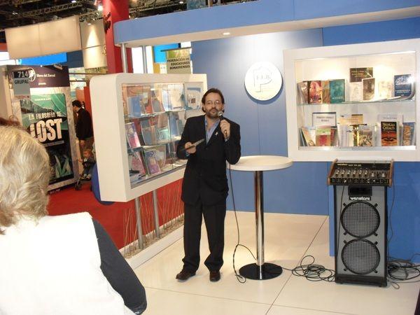 Participación del delegado Marcos Debandi en la Feria del Libro.