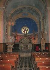 Nef de la petite église, initialement chapelle castrale...