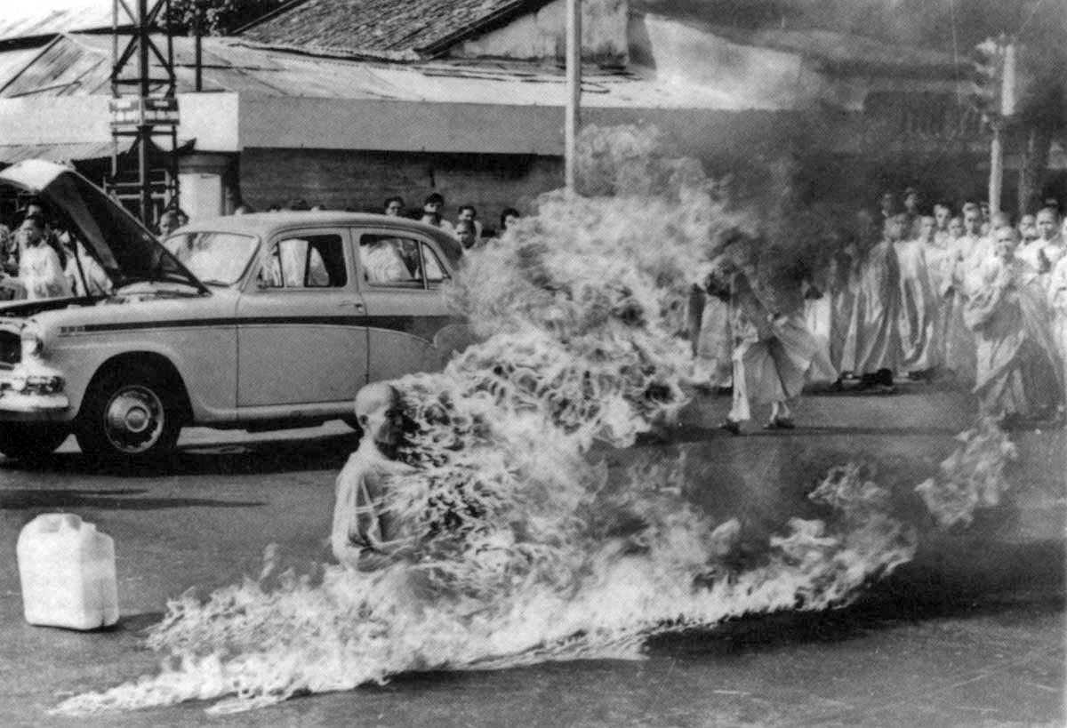 the burning monk Thich quang duc - the burning monk of vietnam 11th june 1963, vietnam : in vietnam there is a small buddhist uprising going on, protests against the diem regime are now commonplace and have been so for one month a small group of american journalists have gathered outside of the.