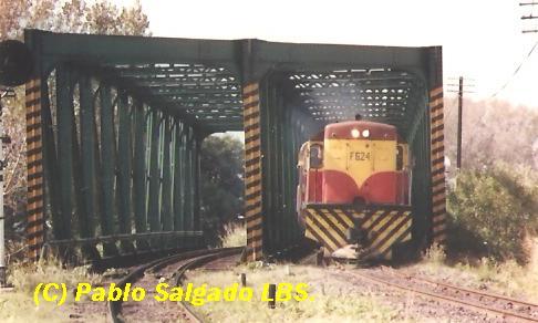 F 624 CRUZANDO EL PUENTE