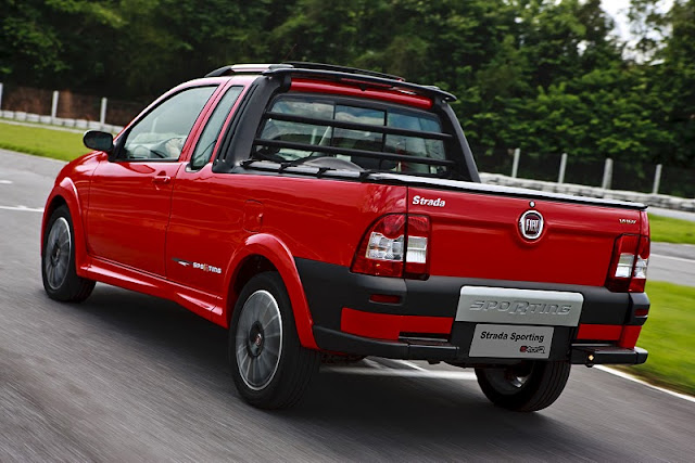 2011 fiat strada sporting rear angle view 2011 Fiat Strada Sporting