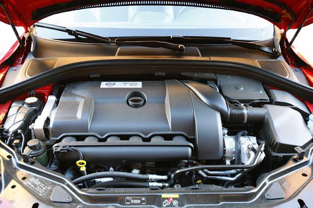 2011 volvo xc60 r design engine view 2011 Volvo XC60 R Design