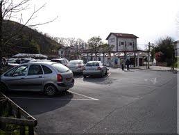 Amplio aparcamiento en el Col de St. Ignace