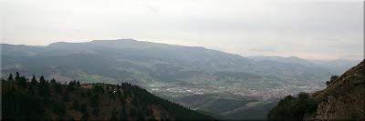 Sierra de Oiz, a sus pies Durango.