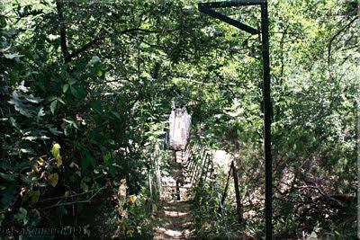 Destartalado puente colgante