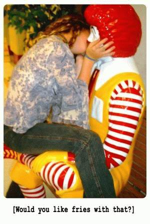 We Love Mcdonalds statues, Who Don't?: 16Pics