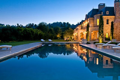 A super luxury mansion home 20 pics curious funny for Super mega mansions