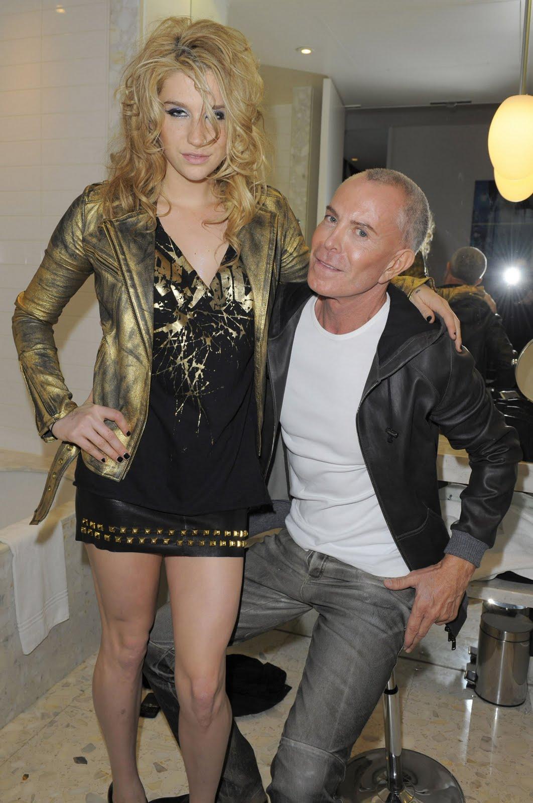 http://3.bp.blogspot.com/_IUzrVt5aNHI/TU0RWhMJZjI/AAAAAAAAEnk/uSK8xpTMOSY/s1600/Kesha_Sebert_Personal_Fitting_with_Jean-Claude_Jitrois_in_Paris_January_25_2010_07-745572.jpg