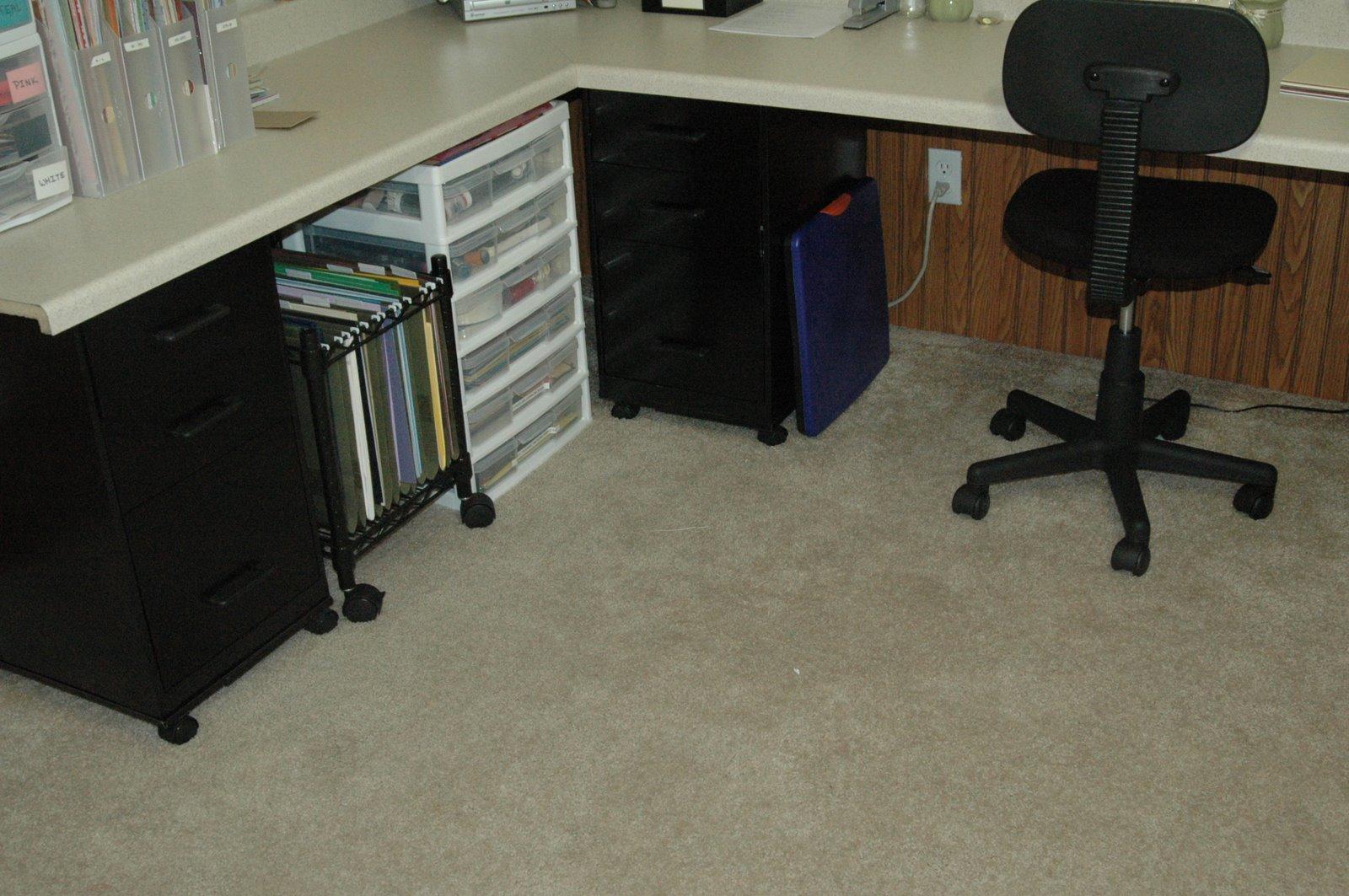 [left+desk+area]