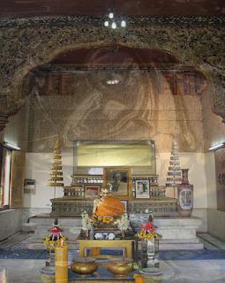 Wat Sutthiwat Wararam or Wat Chong Lom