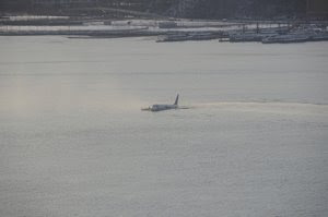US Airways A320 in the Hudson moments after crash