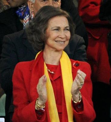 La Reina Sofia alentara a España
