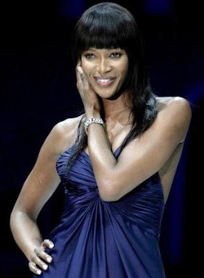 Naomi Campbell cumple 25 años en la moda