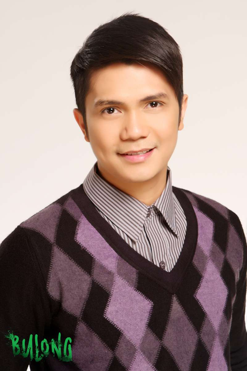 Vhong Navarro pictures in Bulong