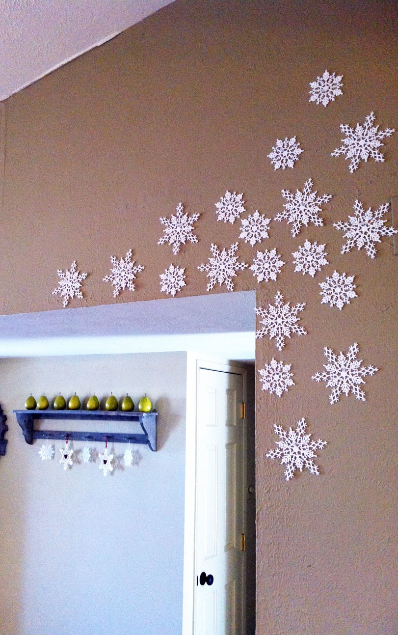 Christmas Wall Decoration Ideas For Office : The happy homebodies diy holiday decor