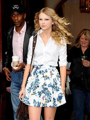 Now that you know how great Taylor's casual look is, let's see some of her