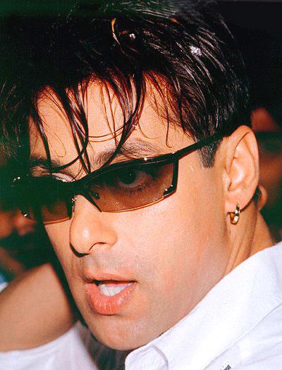 """Controversal Khan Height 5' 8"""" (1.73 m) Salman Khan Biography"""