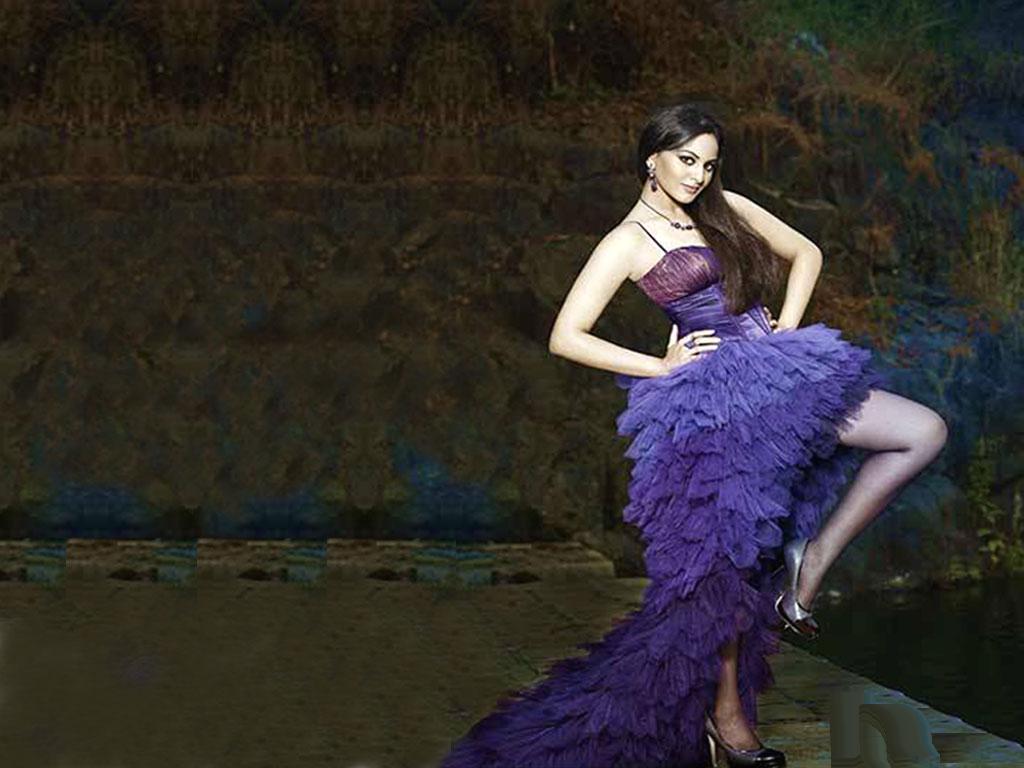 http://3.bp.blogspot.com/_IfAGlQAQNCY/TLqWoT75noI/AAAAAAAAB6o/8qHZtXagNZc/s1600/Sonakshi+Sinha.jpg