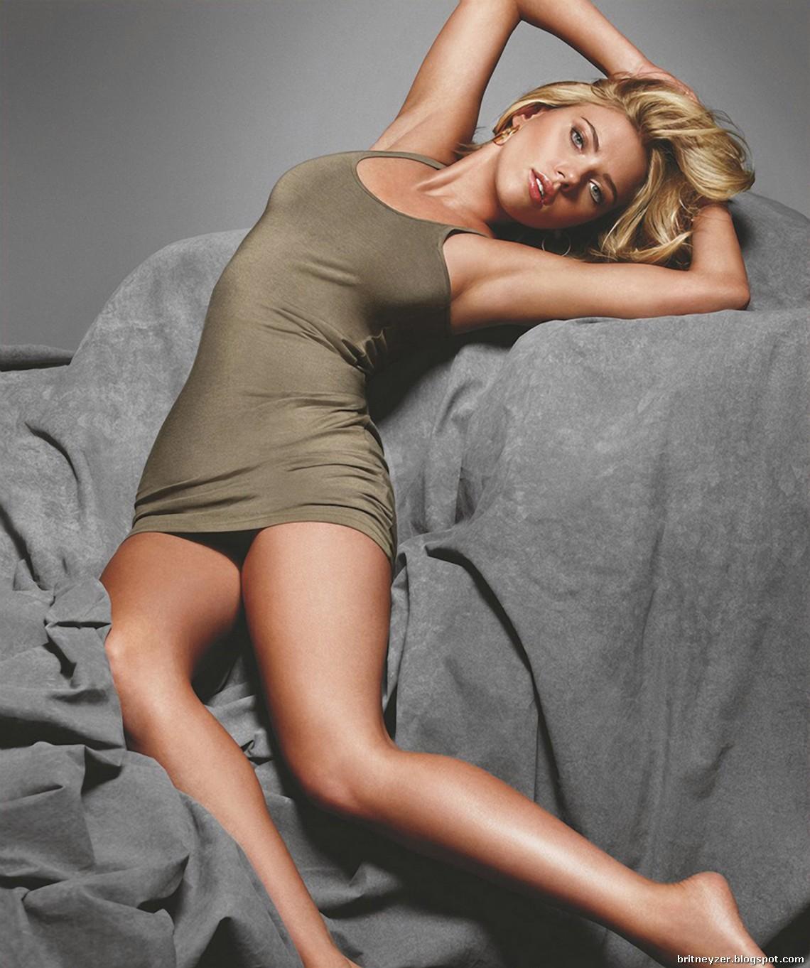 http://3.bp.blogspot.com/_IgZ5UAsch_s/TOJzn4Fj46I/AAAAAAAACC4/y8Oh3fSgGM0/s1600/Scarlett-Johansson-babe-year-gq-photoshoot-03.jpg