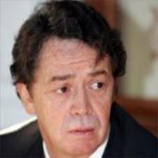 o ex-ministro Manuel Pinho sem maquilhagem nem adereços taurinos