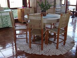 mesa c/ pés de eucalipto tratado