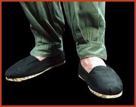 Alpargata es una palabra derivada de la voz árabe \u201cALBARGAT\u201d, pero el calzado tiene su origen en la sandalia \u201cegipcia\u201d. A partir de ésta los romanos