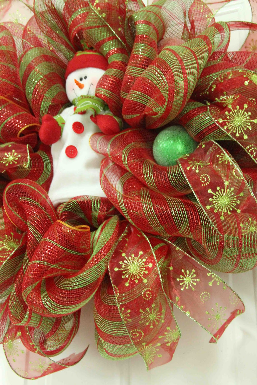 mesh ribbon christmas wreaths - Decorating A Christmas Wreath With Mesh Ribbon