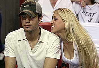 Anna Kournikova loves Enrique Iglesias, but she is not ready to be his