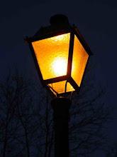 La luz contra la oscuridad, una vieja historia