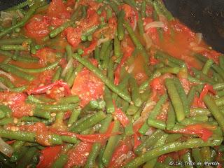 Haricots verts aux oignons et aux tomates (voir la recette)