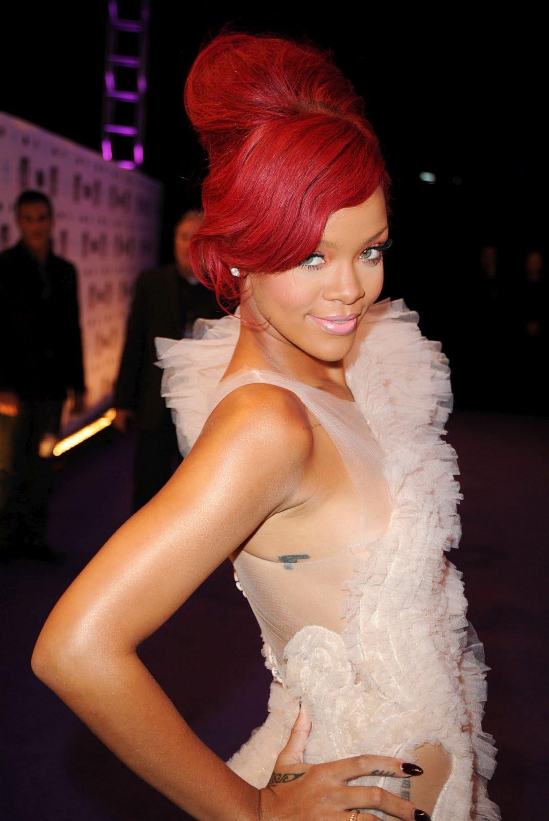 http://3.bp.blogspot.com/_ImioM_zH-NY/TNhk3RunwcI/AAAAAAAAAx0/6VT1xlLceN8/s1600/Rihanna-71.jpg